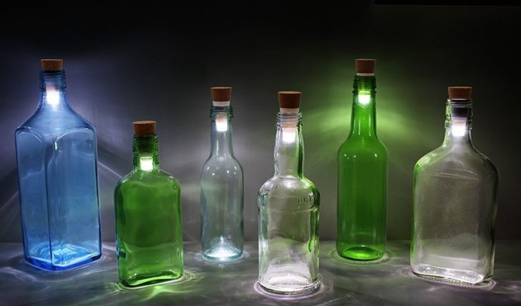 SUCK UK Cork Shaped Rechargeable USB Bottle Light turns old wine bottles into beautiful lamps