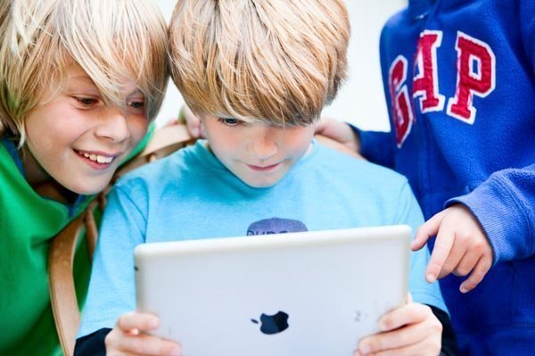 ipad children playing