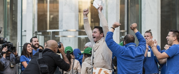 Thousands Line up Around the World for the Latest iPhone